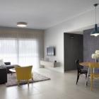 Appartement Budget appartement minimaliste conçu pour un jeune Couple en Israël
