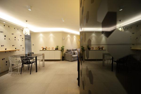 design minimaliste pr sent par appartement contemporain hong kong immobilier appartement. Black Bedroom Furniture Sets. Home Design Ideas