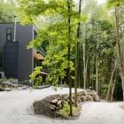 Maison Chalet moderne de rêve au bord du lac au Québec ' s boisées paysage