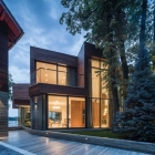 Maison Un usage intensif de verre définition moderne maison de lac en Roumanie : Villa Snagov