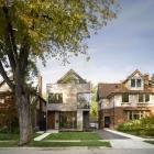 Maison Moderne résidence canadienne insufflant son voisinage avec élégance