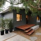 Maison Mis à jour le Bungalow plage, enveloppé dans le revêtement de Zinc : maison de la rue Bay en Californie