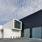 Maison Empilés les Volumes blancs bordées de noir : immeuble de bureaux de Sanibell aux pays-bas