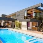 Maison Maison moderne piscine deux niveaux à Los Angeles avec une ambiance joyeuse
