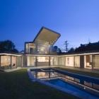 Maison Résidence moderne Tigertail défilant un toit en porte-à-faux spectaculaire en Diagonal