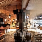Maison Lattes de bois ondé livrant une grotte semblable se sentent : nouveau café de Six degrés à Jakarta