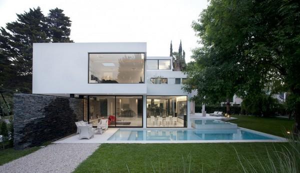 R Sidence Blanche Moderne Qui Semble La Mont E De L 39 Eau Maison De Carrara Immobilier