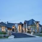 Maison Look rustique de montagne avec goût affiché par Roche verre cuivre résidence au Canada