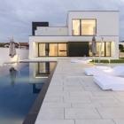 Maison Noir & blanc Volumes définissant C moderne maison à Timisoara, Roumanie