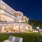 Maison Villa luxueuse avec des espaces divertissants frappants à Brentwood, en Californie