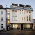Maison Nouveau bâtiment habilement intégrée dans un Ensemble historique à Hambourg, Allemagne