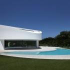 Maison Elliptique en forme de résidence en Espagne avec un caractère futuriste : Balint House