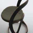 Meuble Avec son caractère ludique et Modern : Pi chaise par Christoph Steiger
