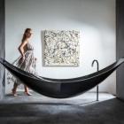 Salle de bain L'Art de la détente : baignoire et hamac combinés par les œuvres de Splinter