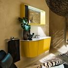 Salle de bain Vanité de salle de bains jaune vif avec des lignes courbes